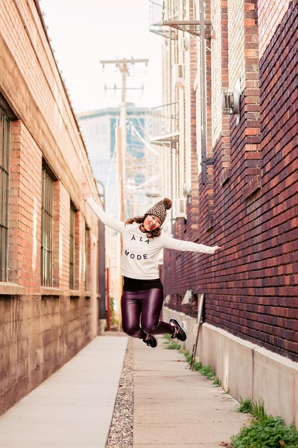 sandyalamode jumping pic