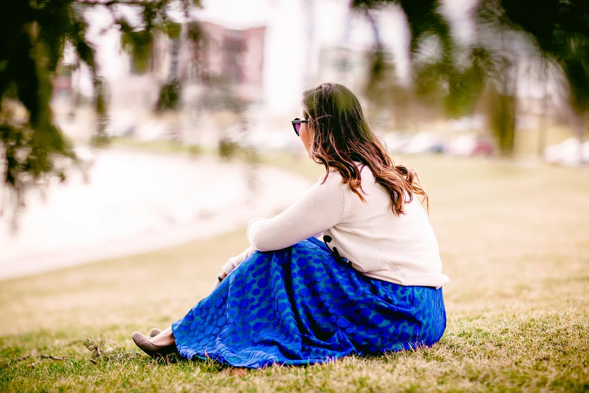 Sandy a la Mode | Fashion Blogger Graphic Sweater and LuLaRoe Cobalt Skirt