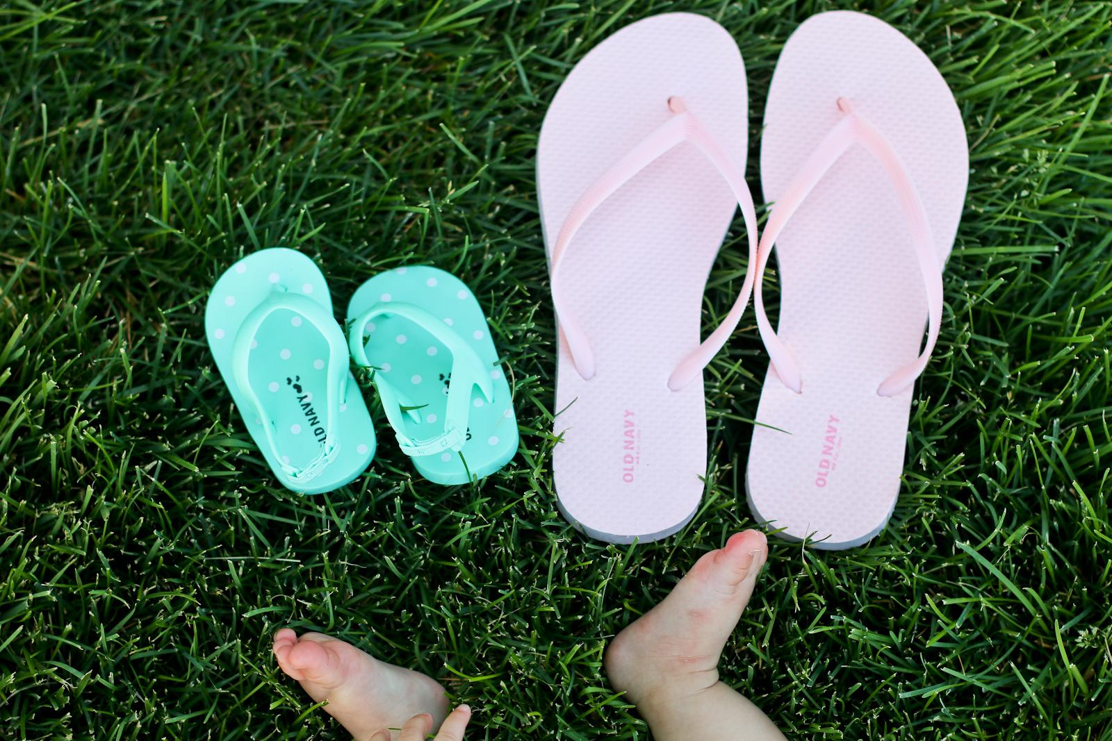 Sandy a la Mode | Fashion Blogger Old Navy Emoodji $1 Flip Flop Sale