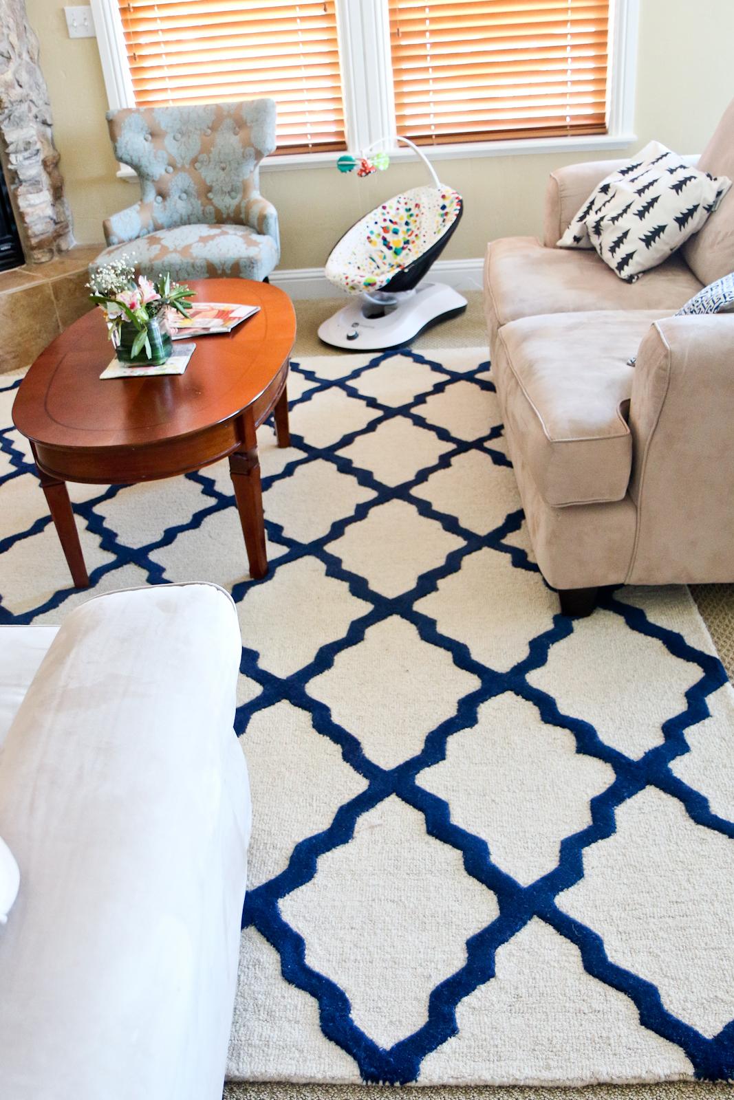 Sandy a la Mode | Home Decor Blue and Beige Living Room