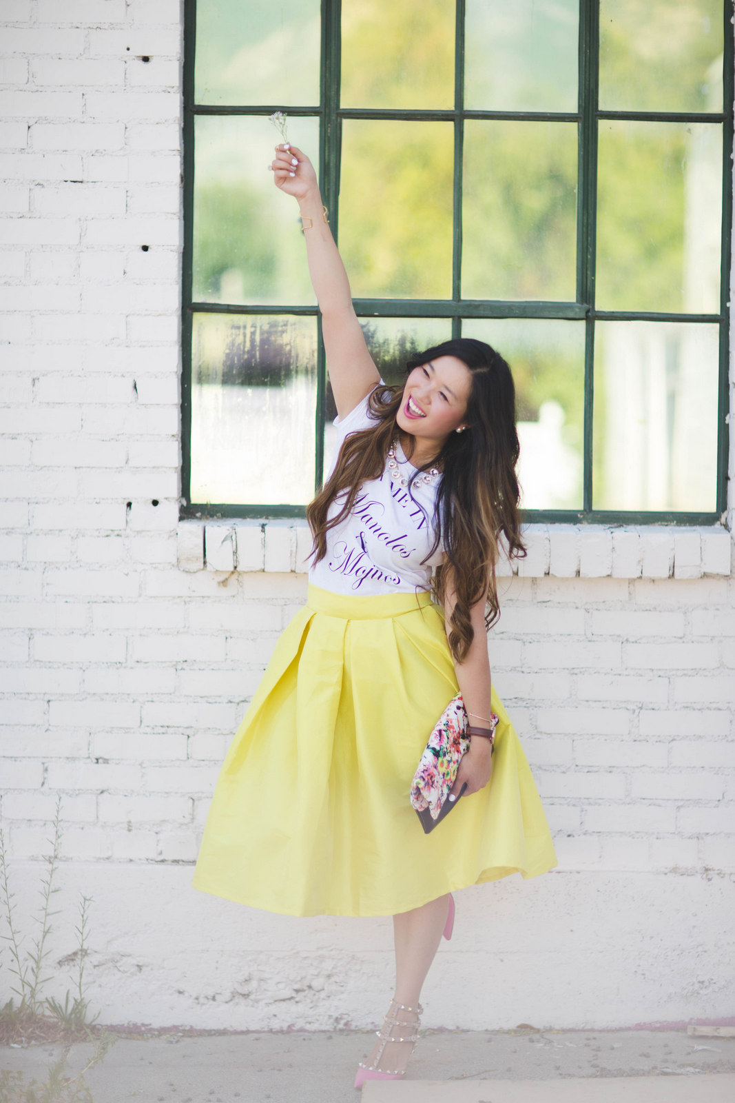 Sandy a la Mode   Fashion Blogger Graphic Tee and Midi Skirt