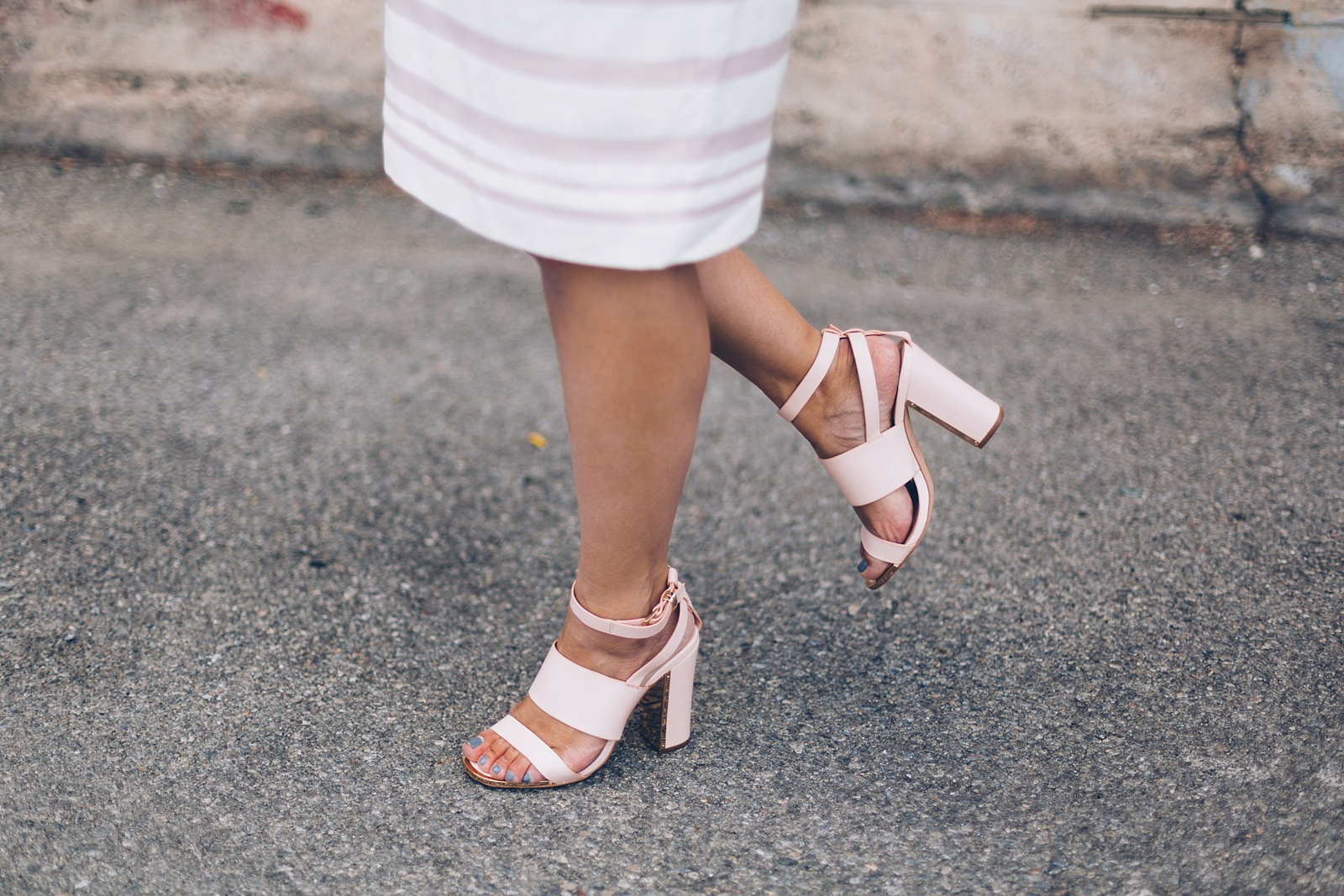 how to style pink shoes