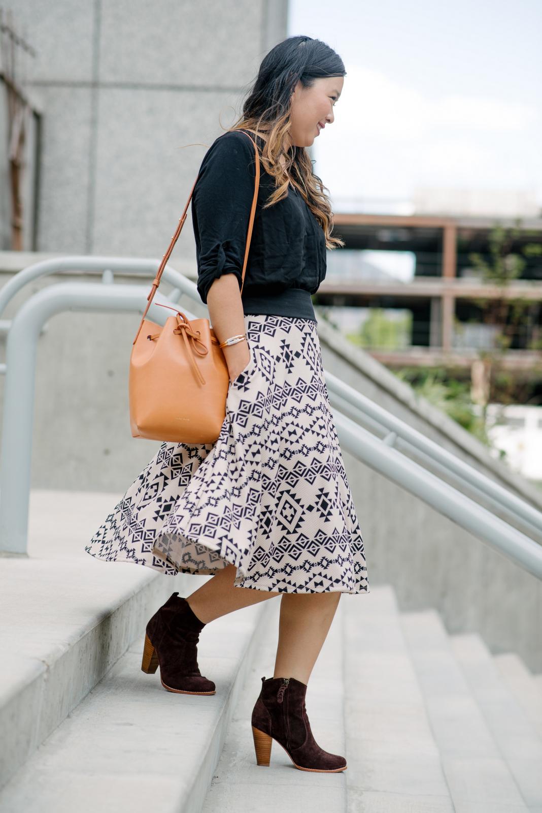 Fashion blogger midi skirt style