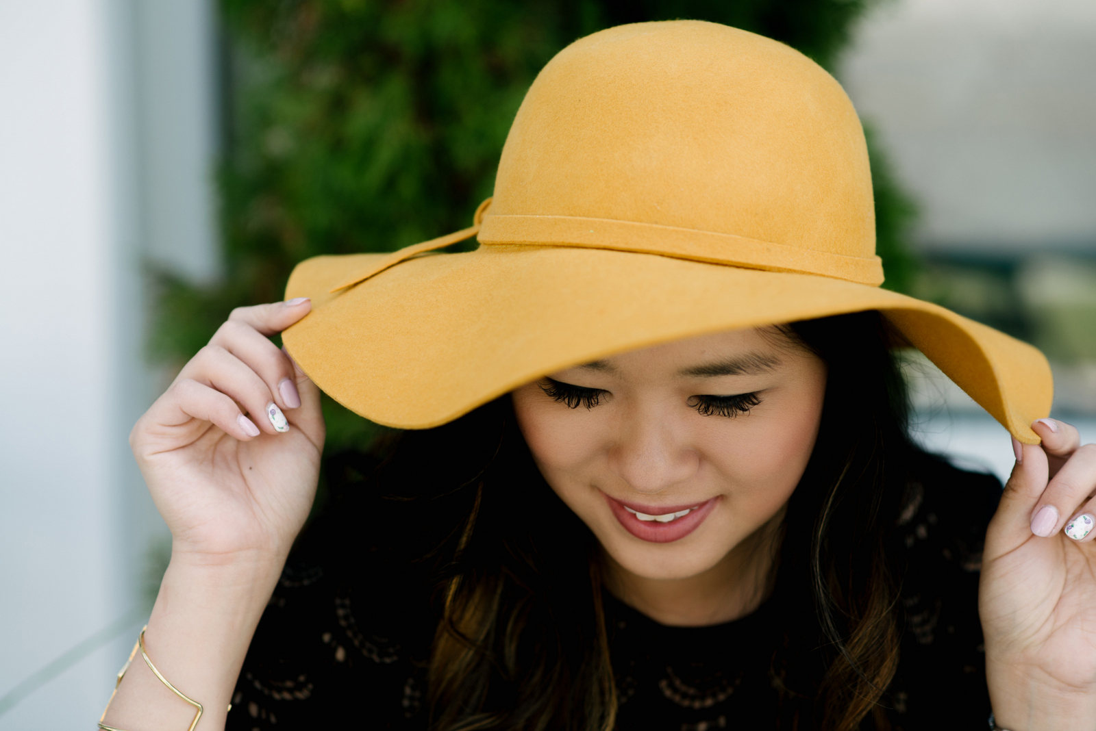 How to style a floppy hat for fall
