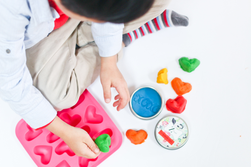 valentines day gift idea for your children's classmates: scented play dough