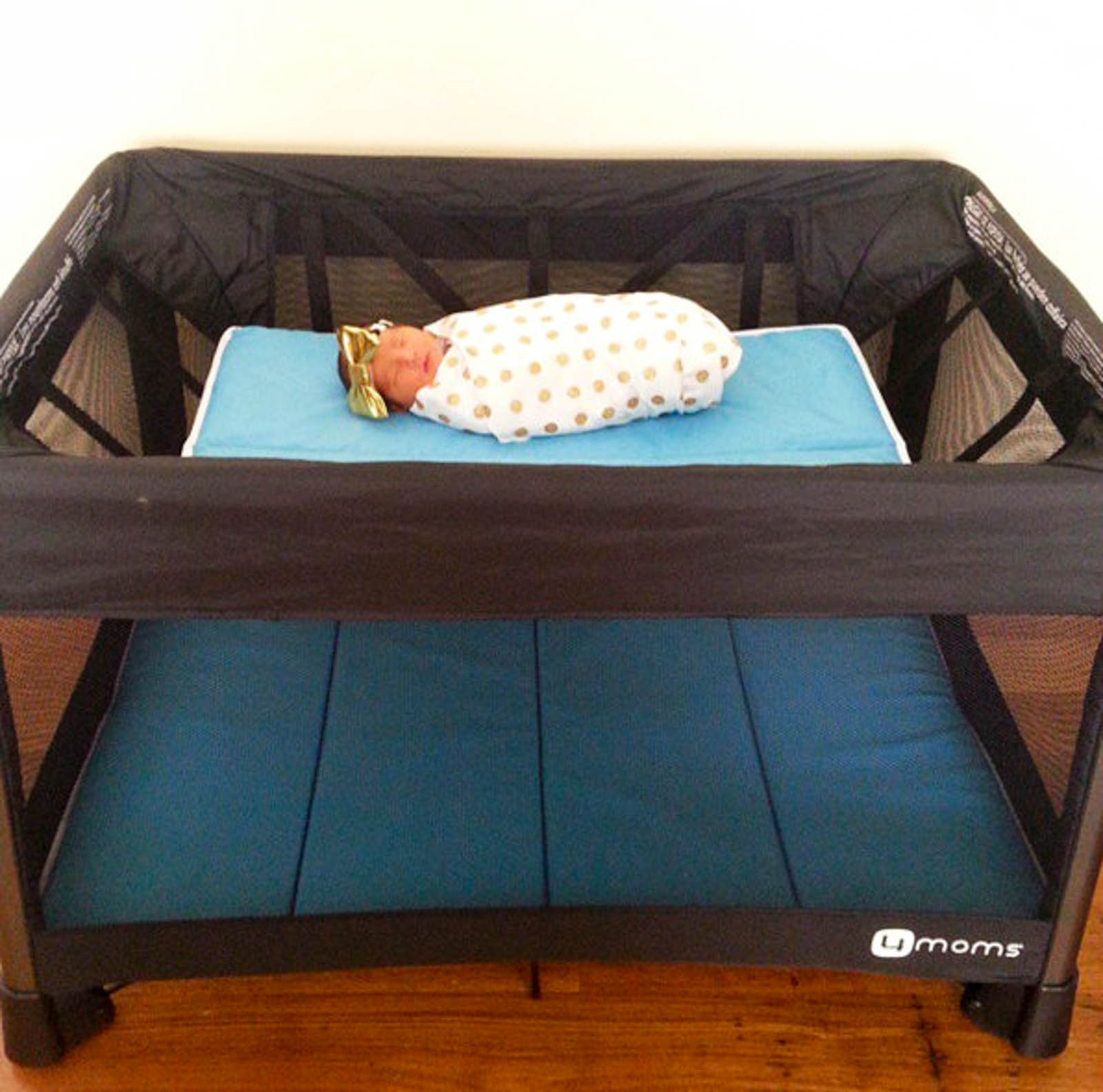 4moms breeze playard