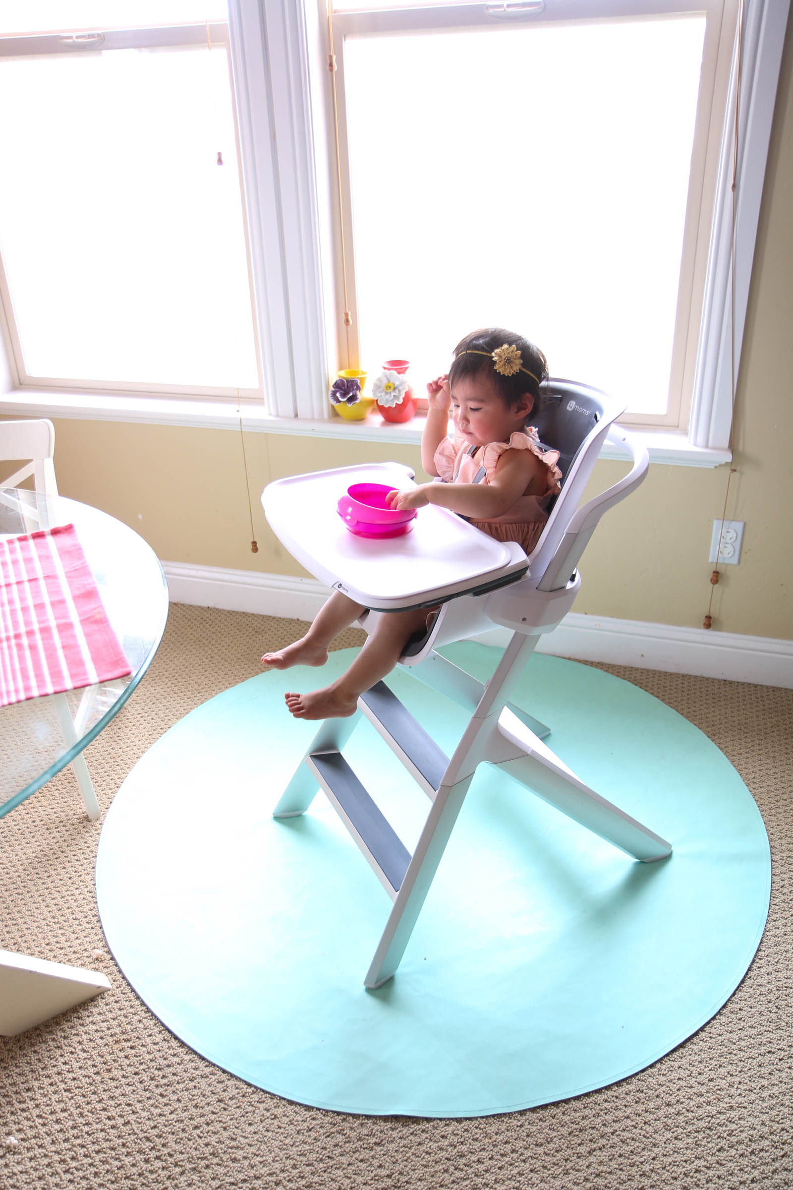 Mealtime made easier with 4moms magnetic tray high chair