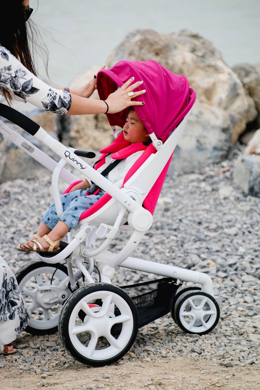 Quinny Moodd stroller review & Strolling with the Quinny Moodd + Virtual Baby Shower Giveaway ...