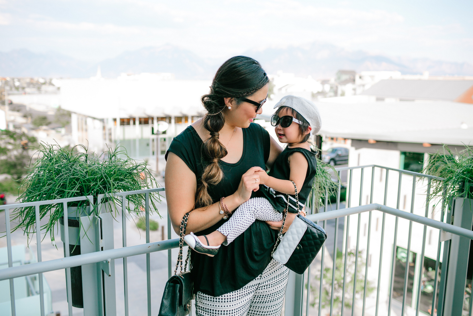 Mommy and me outfits: wearing a black and white outfit