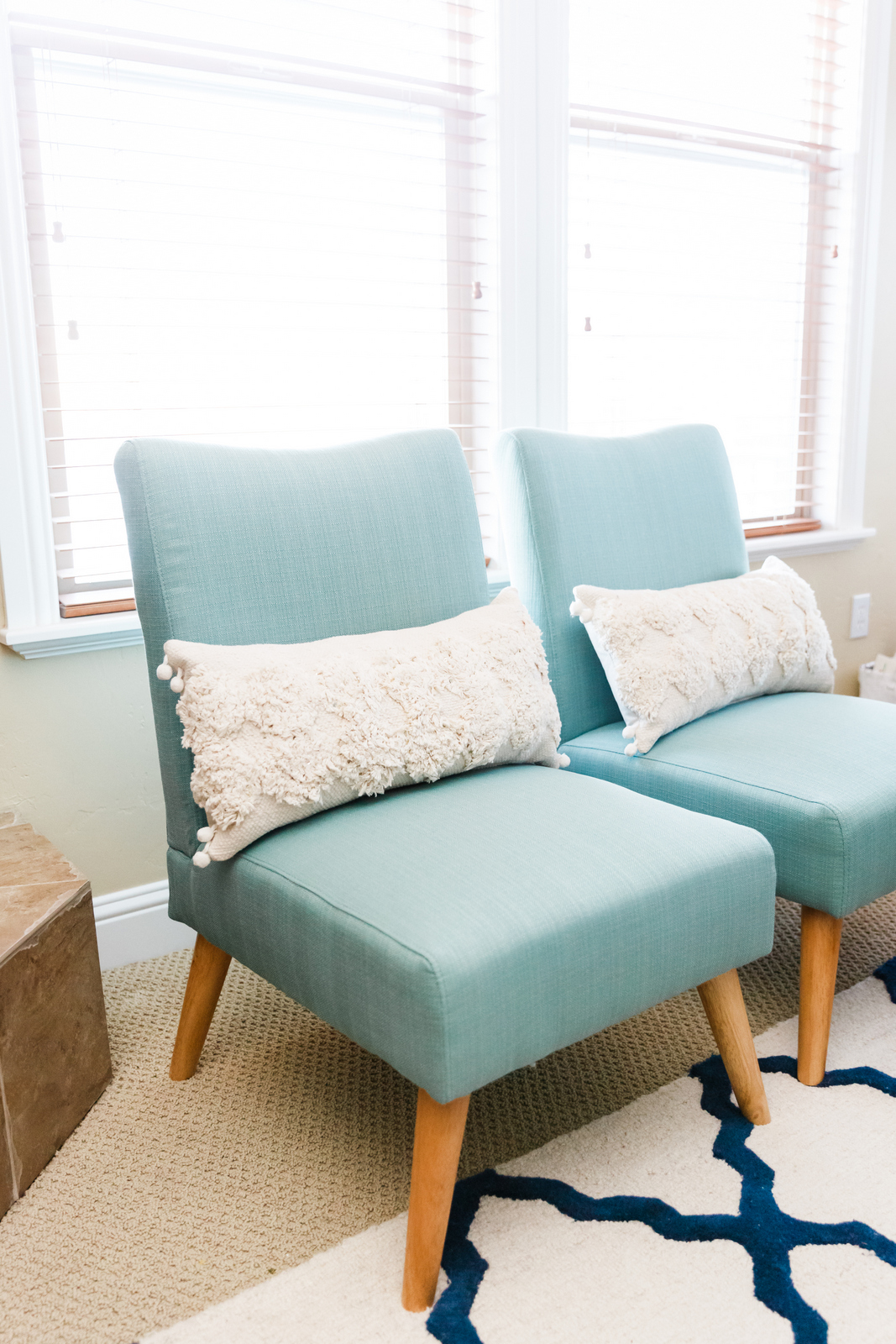 Accent Living Room Chairs