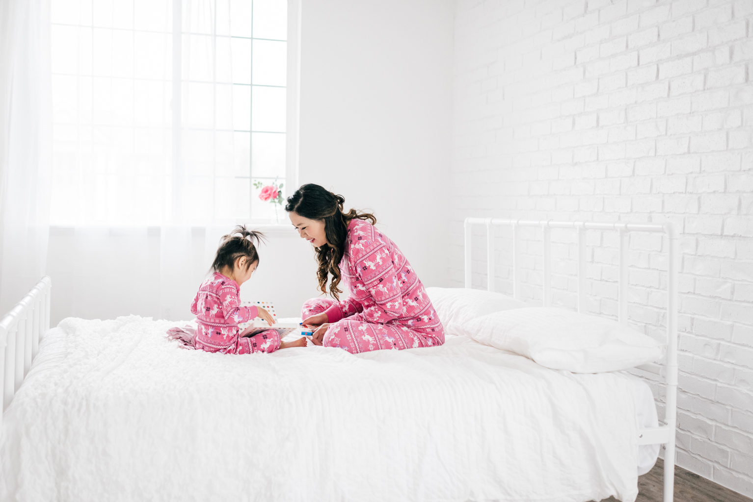 Mommy and Me Outfits: Adorable Unicorn Pajamas by fashion blogger Sandy A La Mode